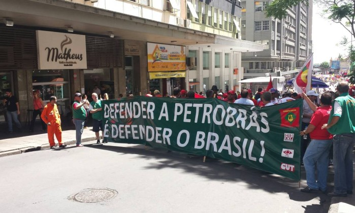 In support of Petrobras demonstraton in Porto Alegre - Flavio Ihla/O Globo
